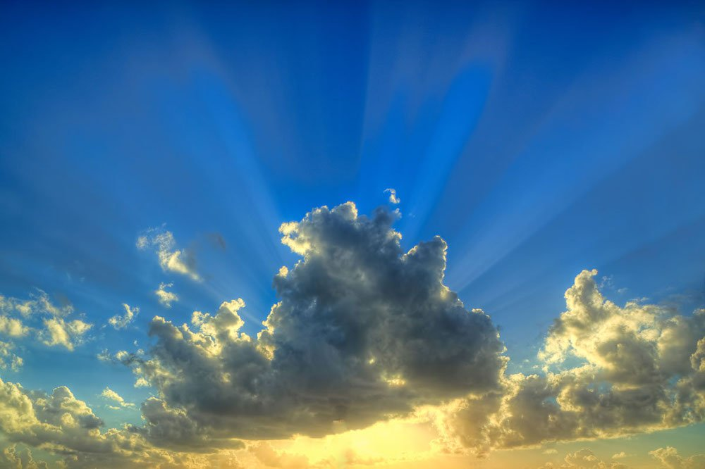 Beautiful-Light-Rays-from-Cloud-Sunrays-Beam-of-Light-Clouds